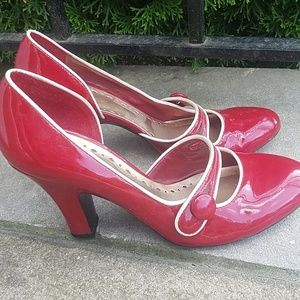 Retro style Pinup BCBG heels, size 7.5